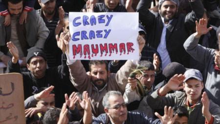 Người biểu tình Libya phản đối đại tá Gaddafi. Ảnh: AP