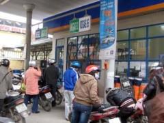 """Doanh nghiệp xăng dầu lại """"đòi"""" tăng giá"""