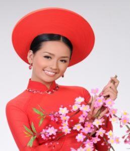 Hoa hậu khoe sắc ngày xuân