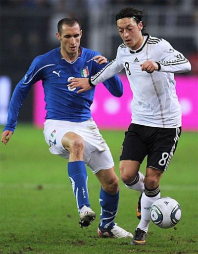 Trận hòa 1-1 này là kết quả đáng kích lệ cho Italy trong quá trình tái thiết sau thất bại thảm hại ở World Cup 2006. Ảnh: AFP.