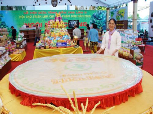 Kỷ lục Việt Nam: Bánh phồng sữa dừa lớn nhất