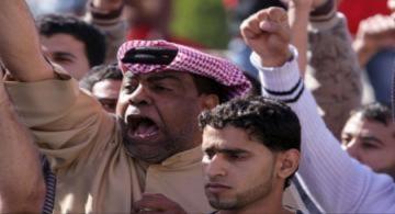 Làn sóng biểu tình bắt đầu 'công phá' Libya