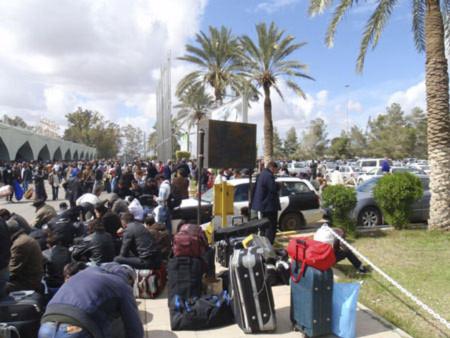 Lao động Việt Nam ồ ạt rời Libya về nước