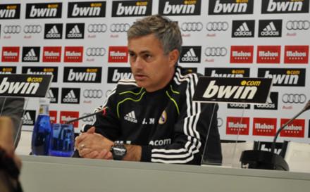 Mourinho đã bị dính 'đòn gậy ông đập lưng ông'.