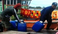 Ngư dân Quảng Ngãi ồ ạt mua dầu diesel vì sợ tăng giá