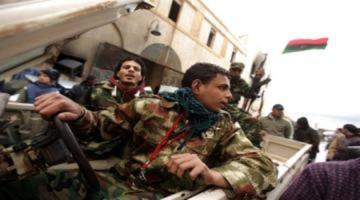 Phe nổi dậy tràn sang phía tây Libya