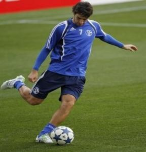 Raul tái xuất trên sân cỏ Tây Ban Nha