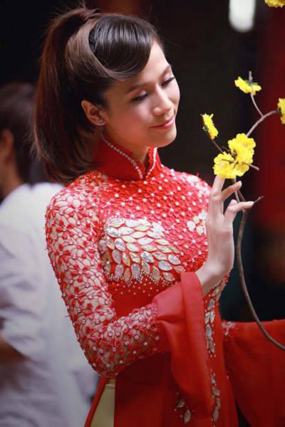 'Mỗi lần đi lễ chùa, tôi lại tìm thấy cảm giác bình yên và thấy vững tâm hơn trong công việc và cuộc sống', Thái Hà chia sẻ.