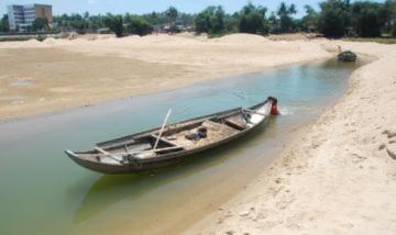 Sông lớn cạn khô, miền Trung sẽ hạn khốc liệt