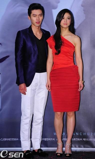 Trong 'Thu muộn', Thang Duy và Hyun Bin hóa thân thành đôi tình nhân lãng mạn ở Seatle (Mỹ).