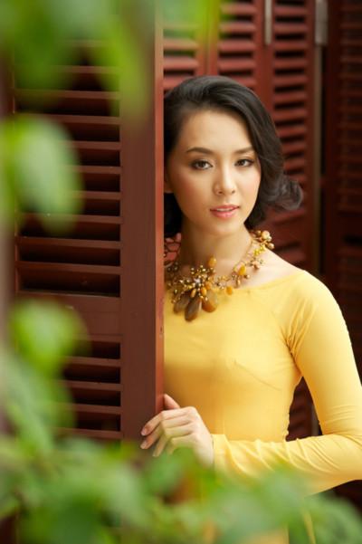 Hơn 3 năm sau cuộc thi Hoa hậu Hoàn vũ Việt Nam, Thiên Lý ngày càng đẹp đằm thắm và chững chạc hơn trong phong cách.