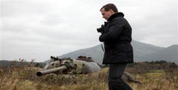Tổng thống Nga thăm đảo tranh chấp là 'sỉ nhục' Nhật Bản