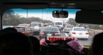 Ùn tắc nhiều km trên đường cao tốc ngày đầu năm