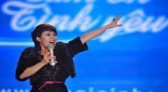 Uyên Linh hát trong 'Đêm Valentine thế kỷ'