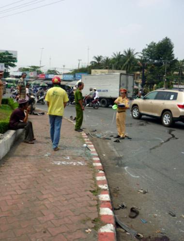 Nhiều vận dụng của các nạn nhân còn vương vãi trên đường