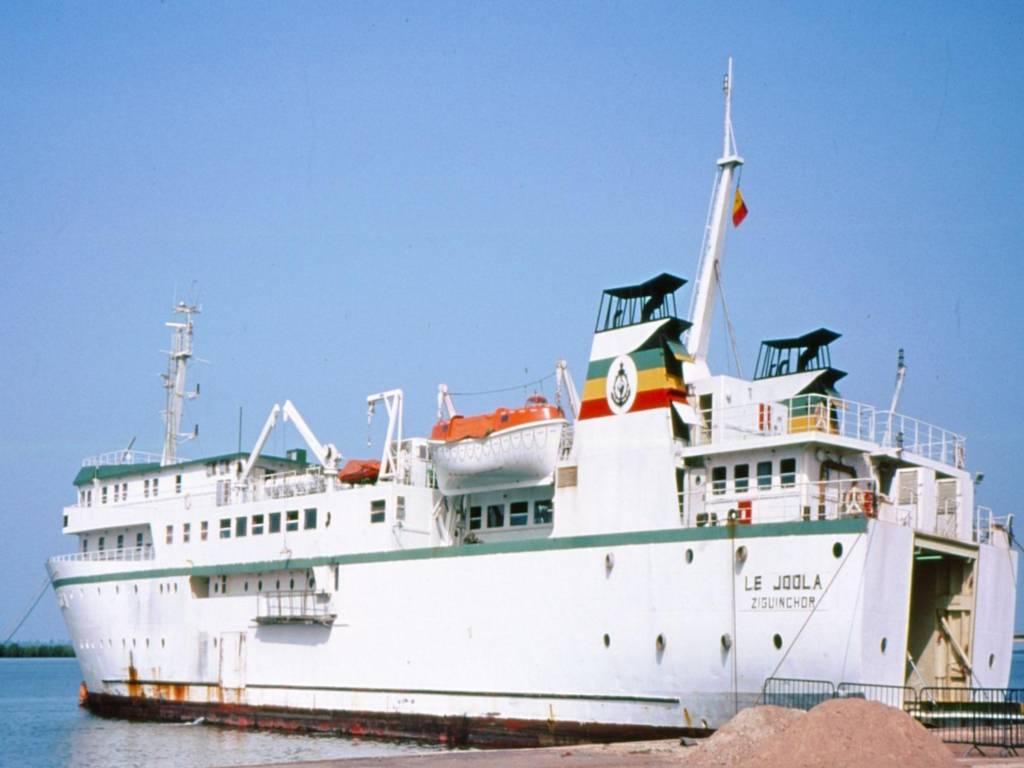 Con tàu MV Le Joola