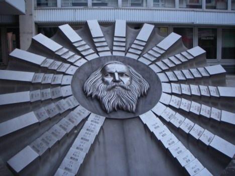 Bảng Mendeleev nhỏ nhất thế giới