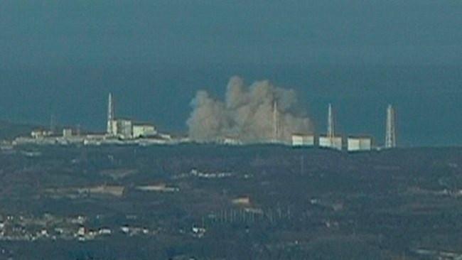 Hình ảnh vụ nổ ở nhà máy điện hạt nhân Fukushima số 1 được đưa trên kênh truyền hình NTV