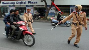 Cấm cảnh sát giao thông rình nấp, lôi kéo phương tiện