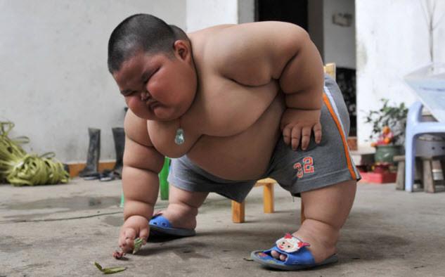 Mới 3 tuổi, nhưng Lu Hao đã nặng 60 kg