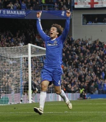 Luiz - người hùng mới ở sân Stamford Bridge.
