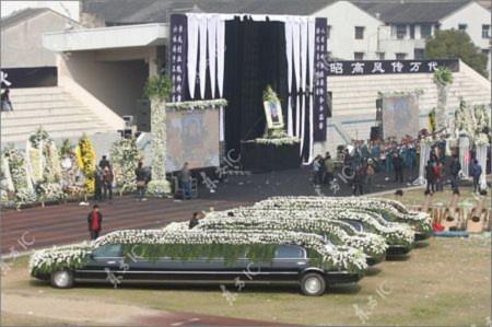"""""""Choáng"""" với đám tang xa hoa bậc nhất Trung Quốc"""