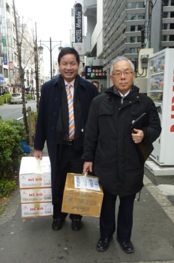 Chủ tịch Tập đoàn FPT - Trương Gia Bình cùng Tổng giám đốc FPT Japan Ogawa đi thăm đối tác Hitachi Medico.