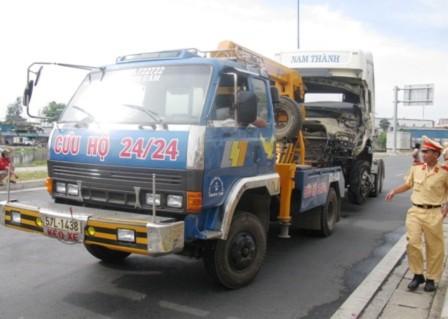 Container tông xe khách, 3 người chết, 10 bị thương