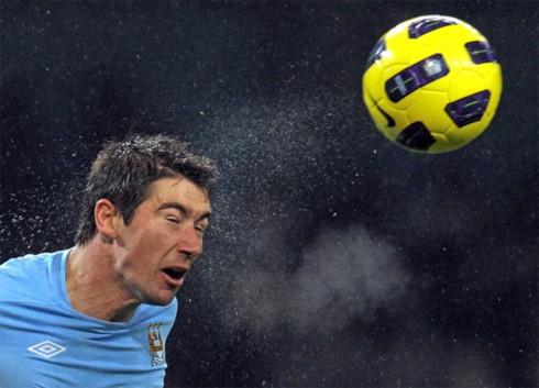 Với 18 trận và một bàn thắng, những gì Kolarov thể hiện ở giải Ngoại hạng mùa này kém xa kỳ vọng của Man City. Ảnh: AFP.
