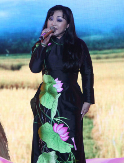 Hương Lan là ca sĩ quen thuộc của chương trình Duyên dáng Việt Nam. Ảnh: Đỗ Tuấn
