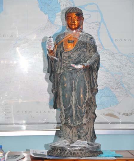 Giám định bức tượng 81,9kg nghi là vàng