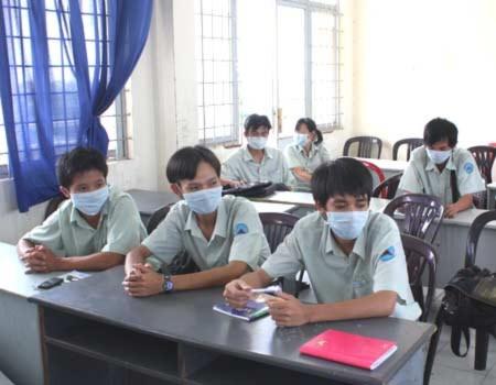 Học sinh ở nhiều trường học ở TP HCM từng phải nghỉ học hàng loạt vì cúm H1N1.Ảnh: Thiên Chương.