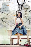HH Ngọc Hân đẹp như hoa e ấp bên Hồ Gươm
