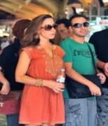 Howie D của BSB đưa vợ đi chợ Bến Thành