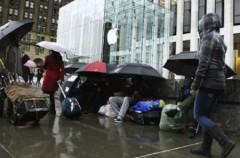 """iPad 2 được hàng ngàn người đón chào trong ngày """"lên kệ"""""""