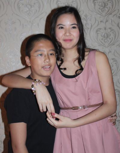 Kiều Khanh bên cậu cháu Quang Ánh. 'Em là một fan của chị Kiều Khanh. Chị ấy rất dễ thương', Quang Ánh nói.