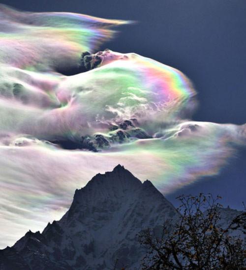 Kỳ diệu mây ngũ sắc