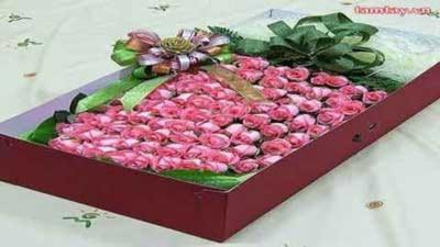 Lạ kỳ nữ sinh tự tử bằng… hoa hồng