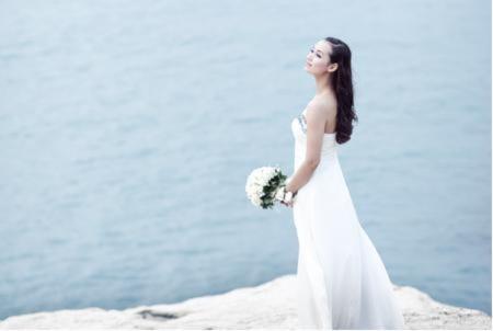 Lã Thanh Huyền giấu mặt chú rể trong ảnh cưới
