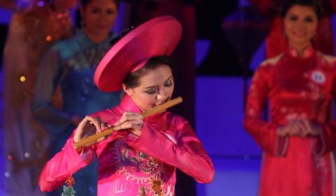 Lê Khánh Chi đăng quang Hoa khôi Miss HUC Open 2011