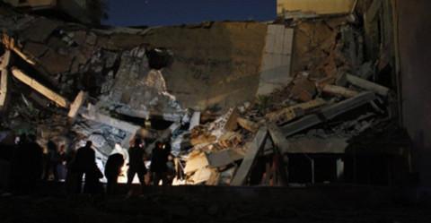 Tòa nhà bị san phẳng này chỉ cách lều mà ông Gadhafi thường tiếp khách có 50 mét. Ảnh: AFP