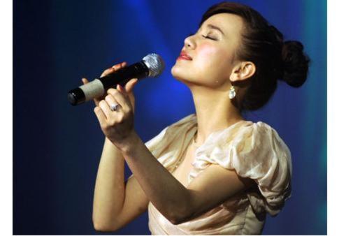 Minh Chuyên - Hoài Thu đọ sắc, tài trong đêm nhạc Trịnh