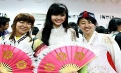 Miss Teen Diễm Trang nổi bật bên sinh viên quốc tế