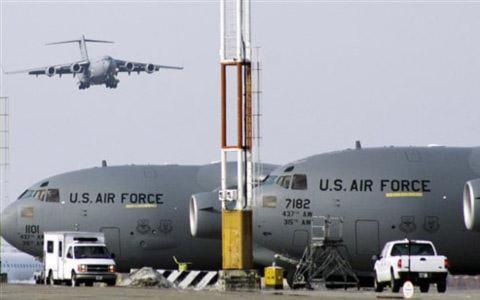 Phi cơ của Không lực Hoa Kỳ trong căn cứ quân sự Manas ở Kyrgyzstan