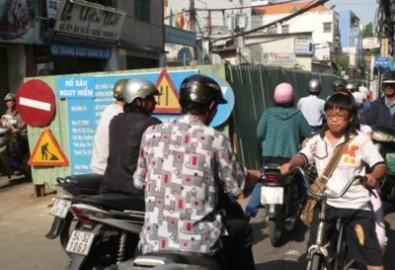 Năm 2011, người Sài Gòn còn khổ hơn vì lô cốt