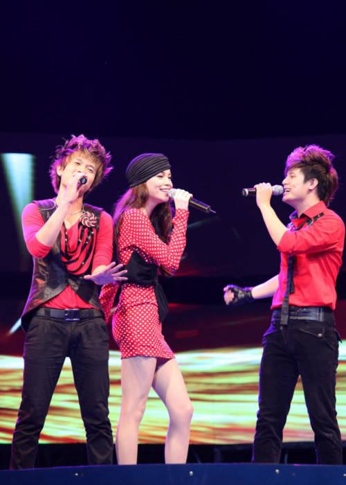 Ngắm Hồ Ngọc Hà duyên dáng trên sân khấu