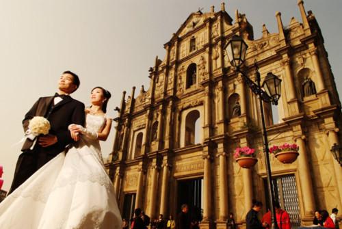 Macau với những tòa nhà chọc trời mang nét hiện đại của phương Tây và những công trình tráng lệ mang nét cổ kính của phương Đông qua bộ ảnh Món quà sinh nhật tặng ông xã tương lai.