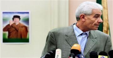 Ngoại trưởng Libya bỏ chạy sang Anh