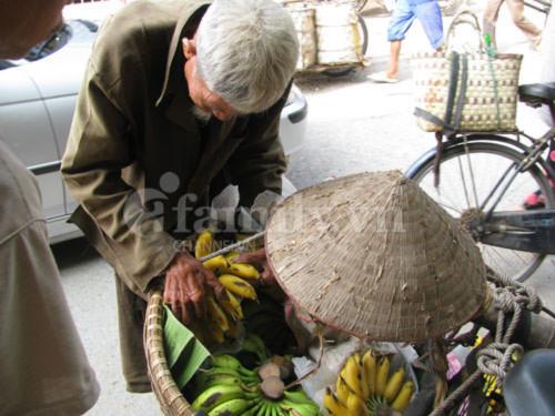 Những thân già cơ cực mưu sinh giữa Thủ đô - Tin180.com (Ảnh 3)
