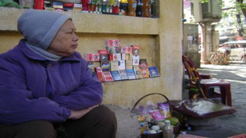 Những thân già cơ cực mưu sinh giữa Thủ đô - Tin180.com (Ảnh 4)